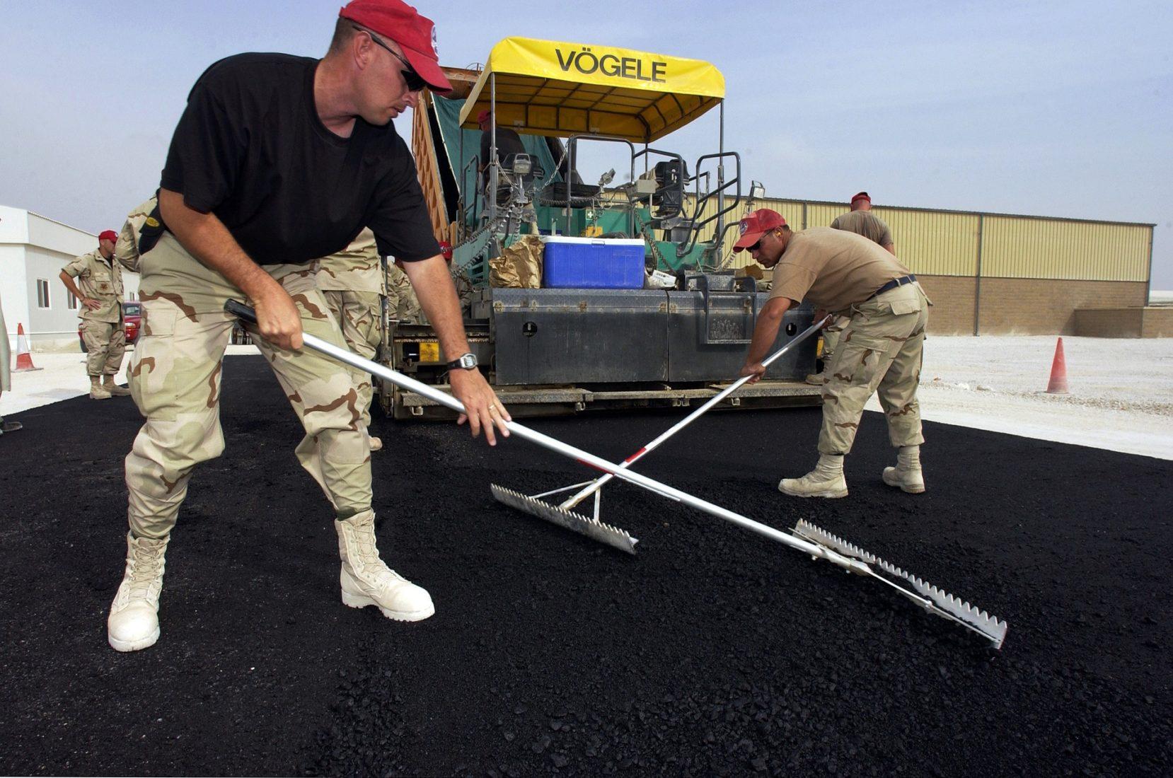 Über 90 % des europäischen Bitumens fließen in den Bau von Asphaltstraßen. Foto: Pixabay