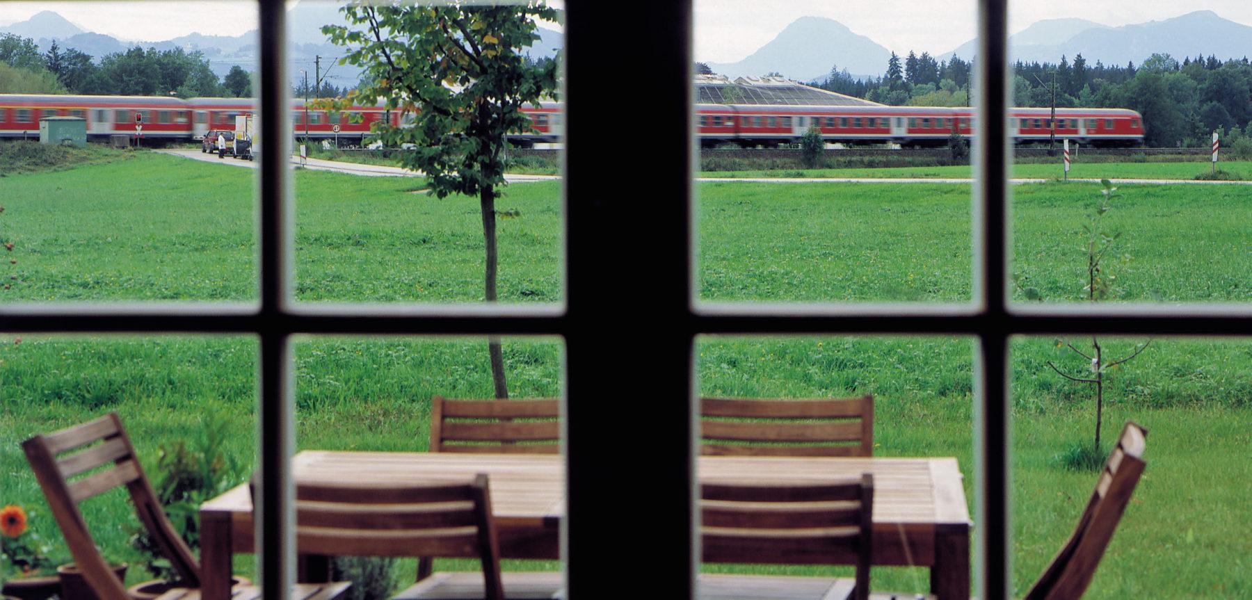 Schallschutzfenster halten Lärm effektiv draußen. Foto: VFF/Saint-Gobain