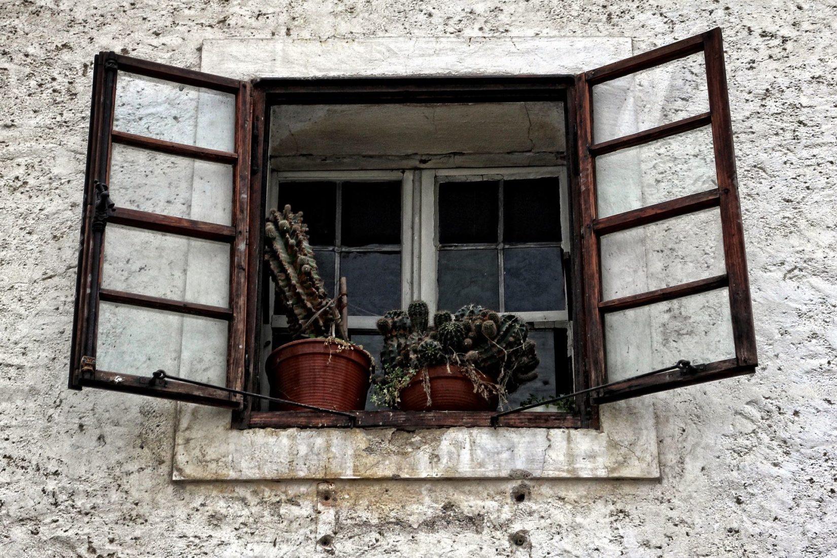 Historisches Kastenfenster mit Einfachverglasung. Foto: Pixabay