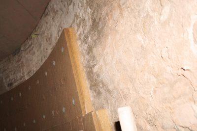 Bei der Sanierung des Prenzlauer Wasserturms wurde die Holzfaser-Innendämmung direkt auf das historische Mauerwerk gedübelt.
