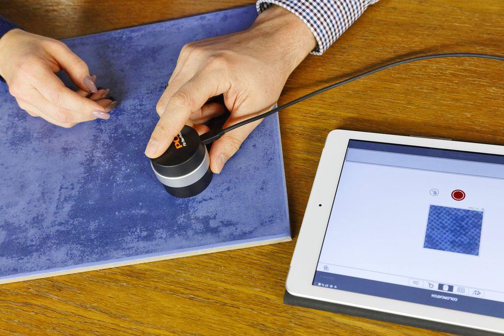 Das Farblesegerät unterstützt bei der Beratung und gibt Sicherheit bei der Farbermittlung.
