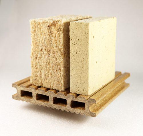 Recycelte Produkte: Holzfaser- und Holzschaum-Dämmstoff sowie WPC-Terrassendiele. Foto: Fraunhofer WKI / Manuela Lingnau