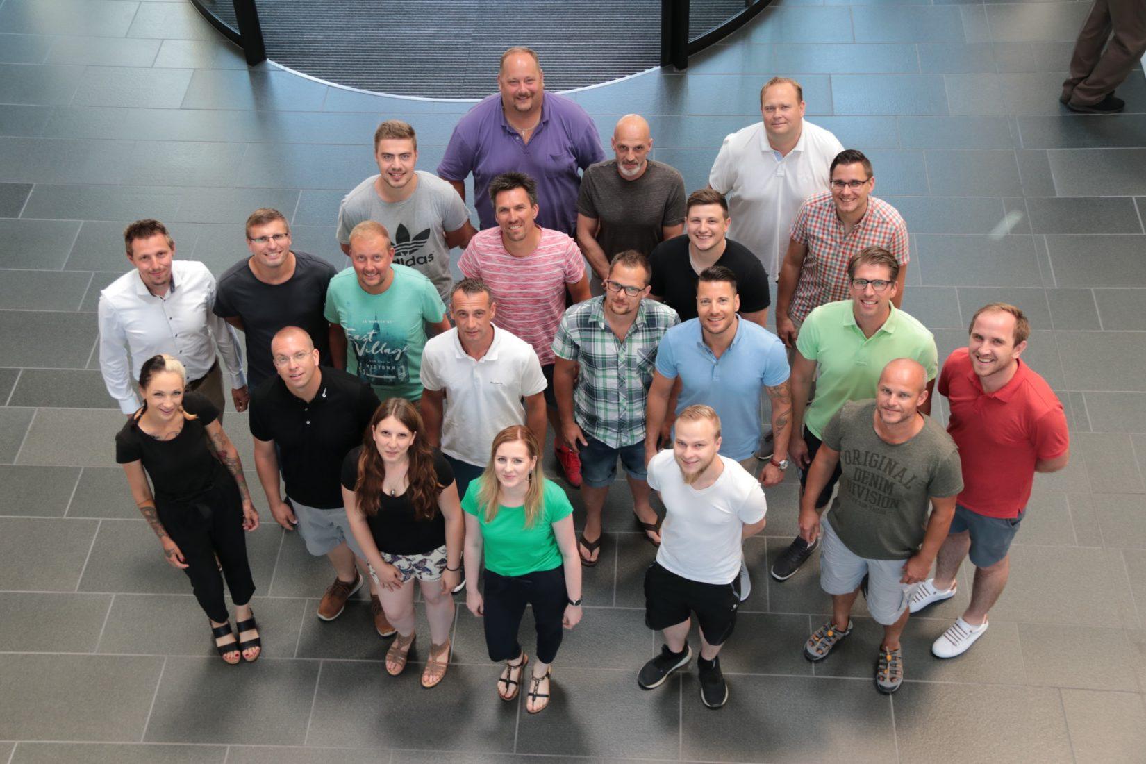 Die Teilnehmer des ersten Lehrgangs zum Fachberater Bauelemente. Foto: Hörmann