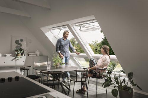 Großzügige Fensterflächen machen viele Aspekte der Natur auch in Innenräumen erfahrbar. Foto: Velux