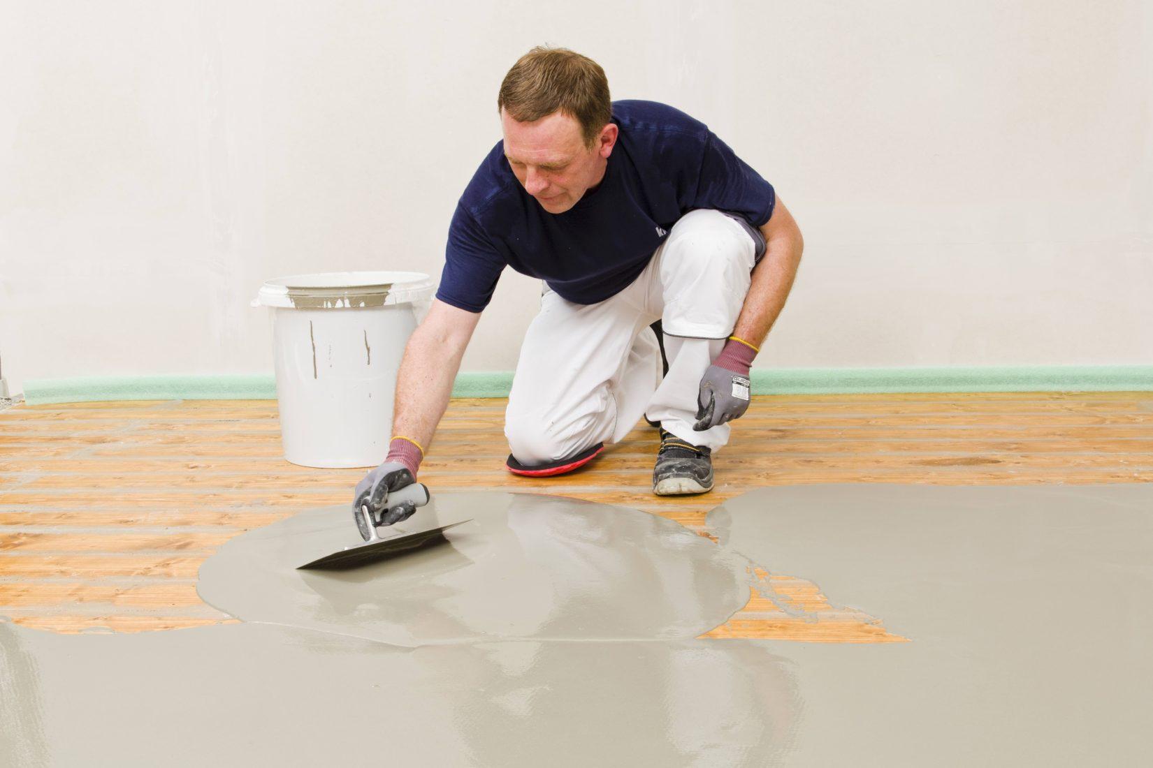 Auch auf alten Holzdielen sind Bodenausgleichsmassen verwendbar. Foto: Knauf