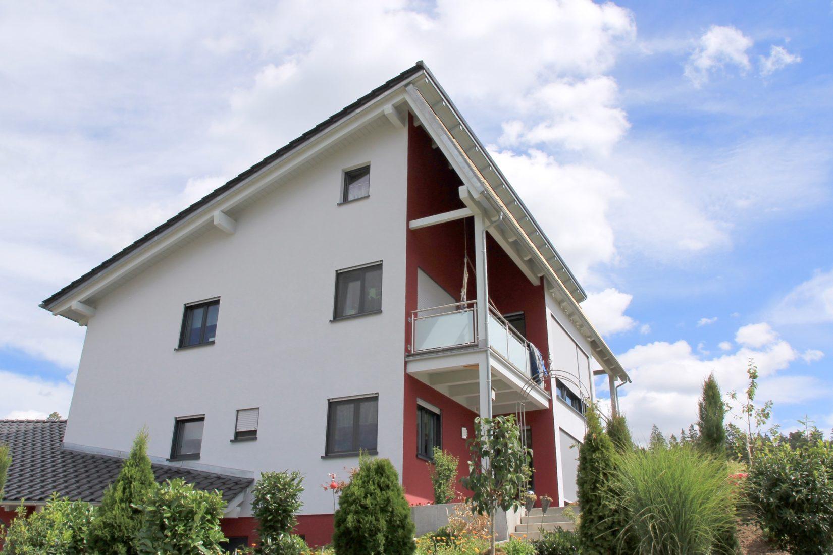 Typisches Holzrahmenhaus mit Wärmedämmverbundsystem aus Holzfaser-Dämmplatten. Foto: Fraunhofer WKI / Norbert Rüther