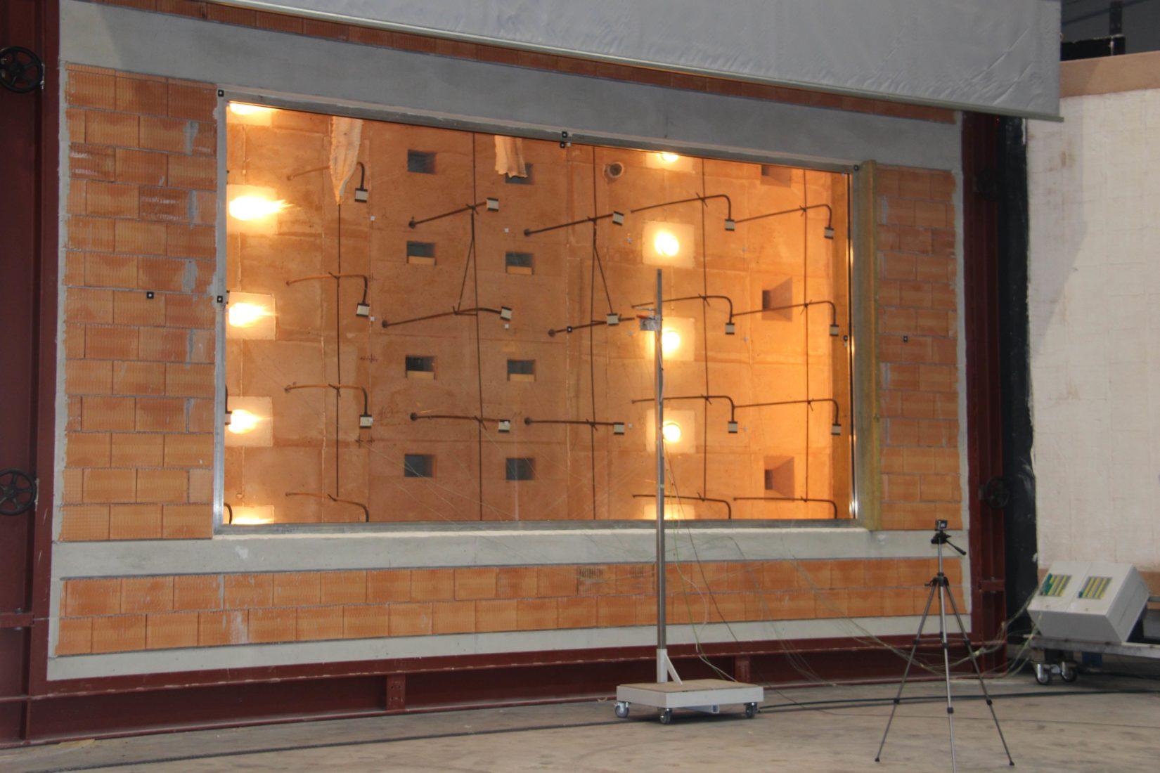 Prüfung eines Brandschutzglases der Firma Polflam. Foto: ift Rosenheim