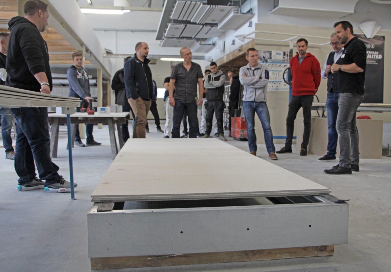 """Die Seminarteilnehmer werden auch in """"Cocoon""""-Stahlleichtbaukonstruktionen geschult. Foto: Knauf"""