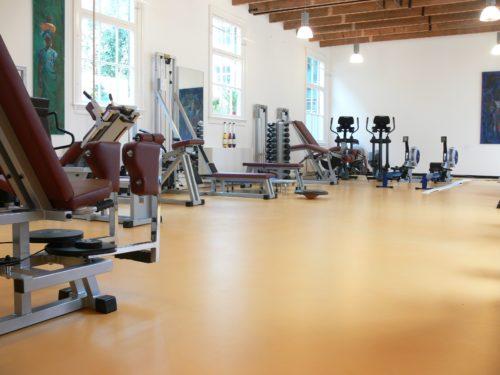 PU-Gussboden in einem Fitnesscenter. Foto: www.sensoboden.de