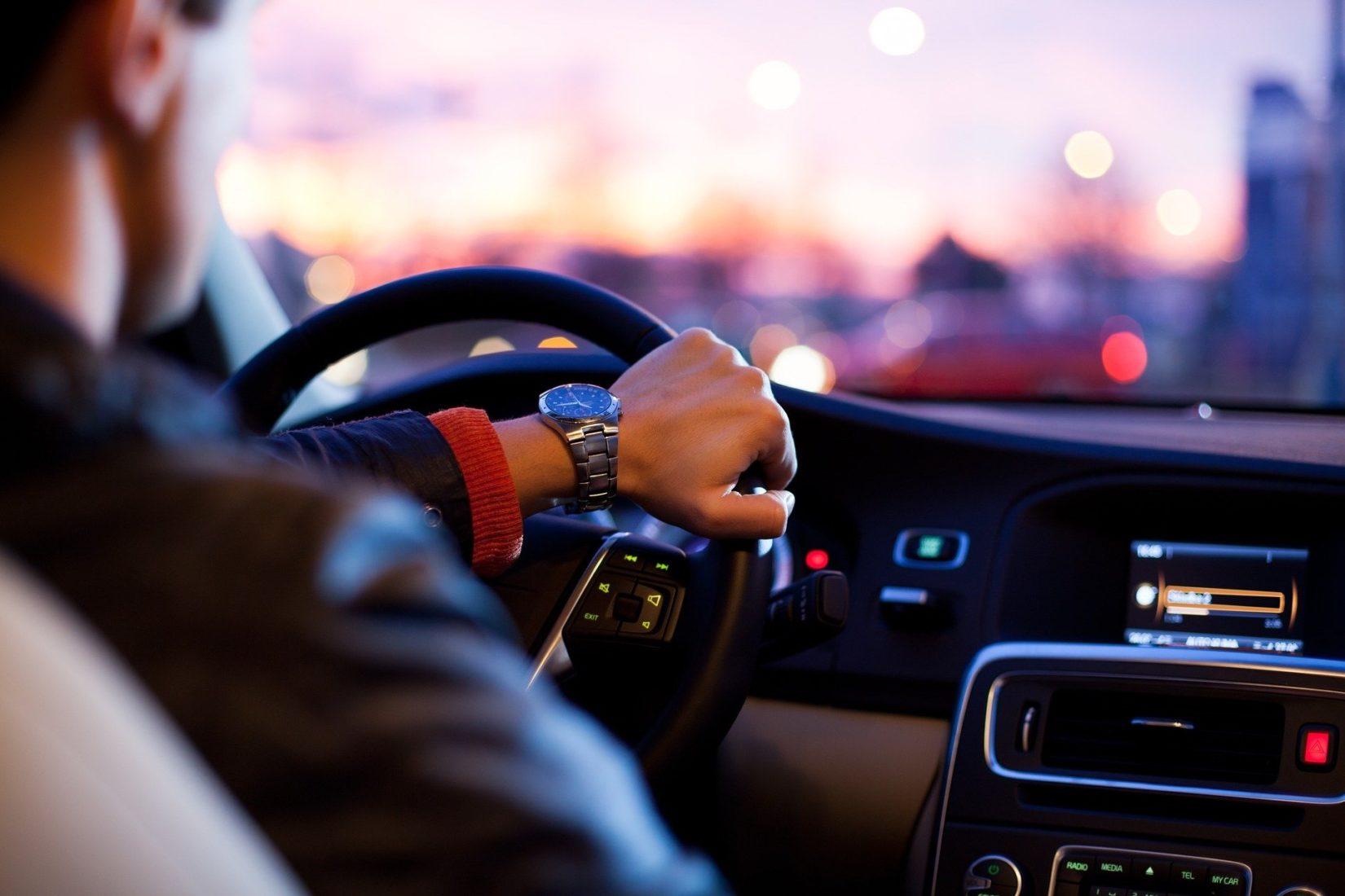 Die Fahrt zum Kunden ist Arbeitszeit, sofern dies vertraglich nicht anders geregelt ist. Foto: Pixabay