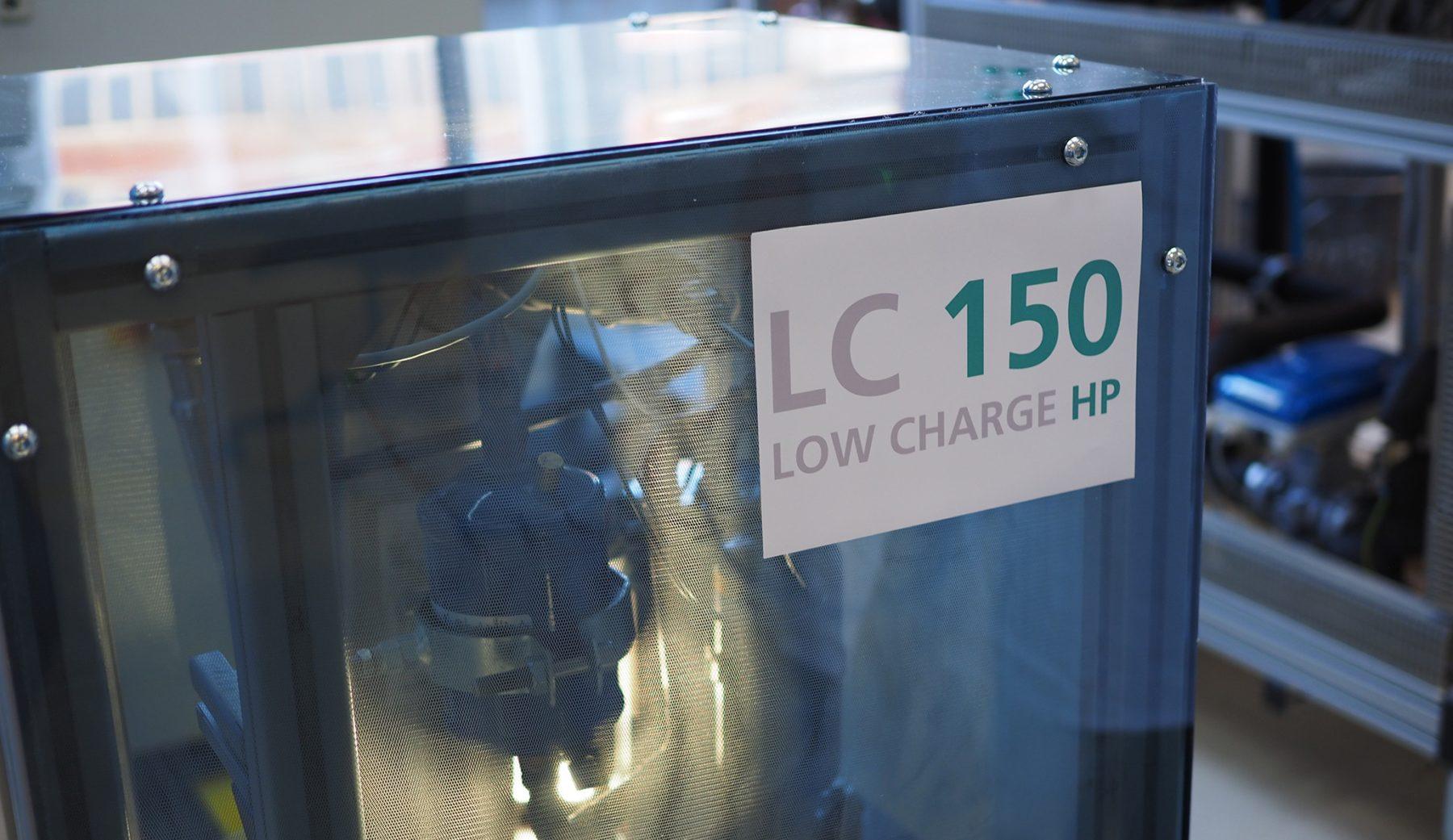 Bisher nur ein Prototyp: Die neue Wärmepumpe arbeitet mit dem Kältemittel Propan. Foto: Fraunhofer ISE