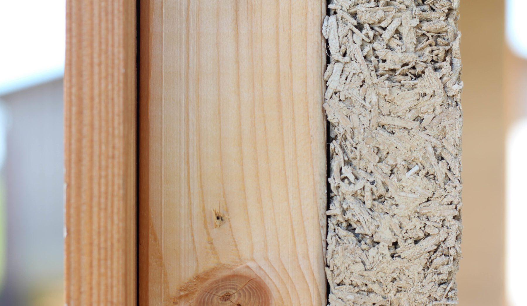 Das relativ poröse Material bietet eine hervorragende Wärmedämmung.  Foto: www.hanfundkalk.de