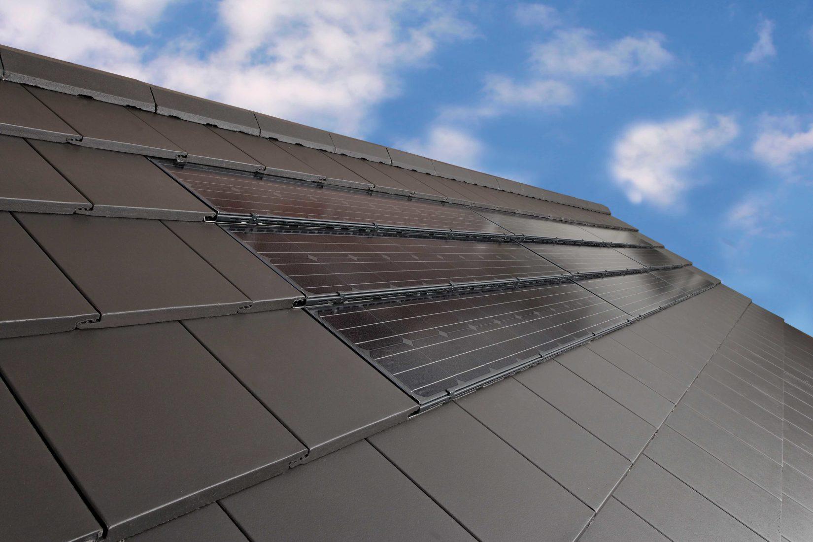 Das Indach-System Braas PV Premium lässt sich sehr harmonisch ins Dach integrieren. Foto: Braas