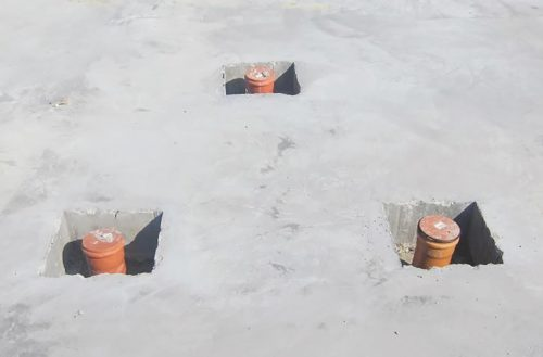 Rechteckaussparungen bei Rohrdurchführungen sind nicht radondicht. Foto: Hauff Technik