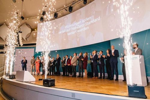 """Der """"Volume Deal"""" wurde beim dena-Energiewendekongress feierlich bekanntgegeben. Foto: dena"""