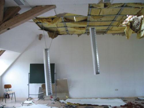 2006 sorgte ein Hagelsturm für schwere Schäden am Dach der Friedensschule in Trossingen bei Freiburg. Foto: Bauder