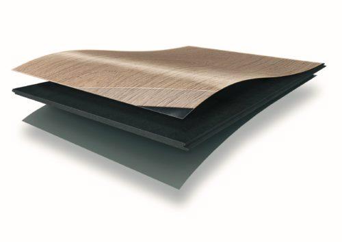 Der Kern dieses Designbodens besteht aus einer versiegelten, hochverdichteten Faserholzplatte. Foto: Egger