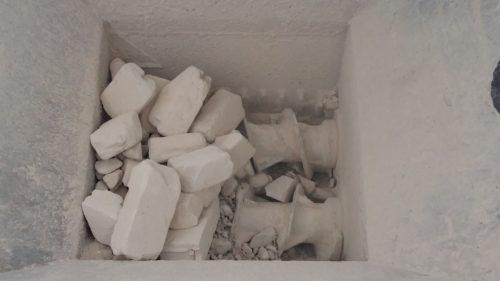 Hier wird im Brecher aus Recycling-Steinen Porenbetonmehl für neue Produkte gewonnen. Foto: Xella