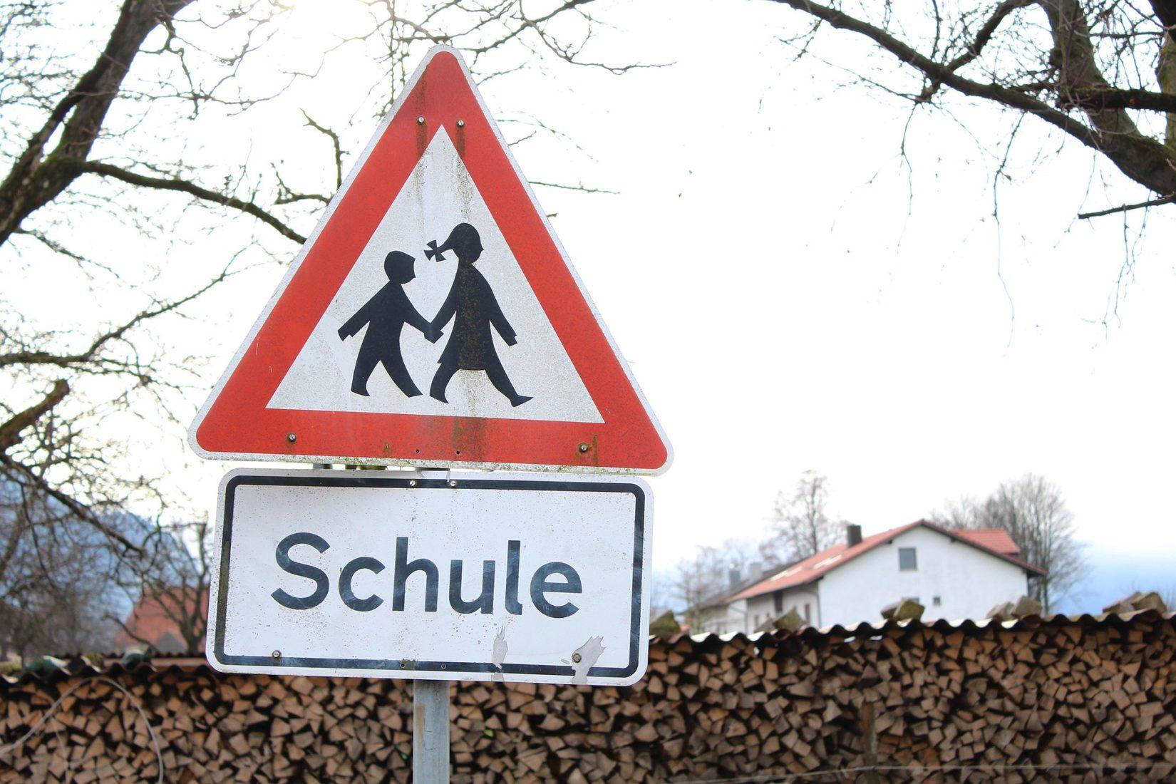 Warnsignal Schulabgänger: Sinkende Zahlen könnten den Ausbildungsmarkt belasten. Foto: Pixabay