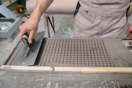 """Carbonbeton enthält eine Bewehrung aus mattenförmig """"gewebten"""" Kohlenstofffasern. Foto: TU Dresden / Joerg Singer"""