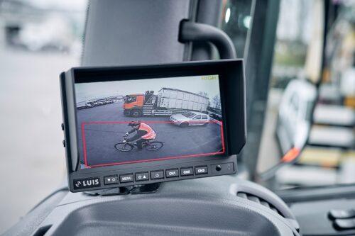 Kamera-Monitor-Systeme vermitteln ein Bild der Lage neben dem Lkw. Foto: LUIS Technology