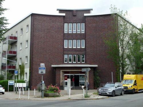 Beginenhof Essen: Das heutige Wohnprojekt für Frauen und Kinder war früher Sitz des Finanzamtes Essen-Süd. Foto: Grimm