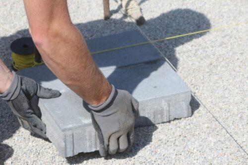 Werkseitige Abstandhalter sollen vor Schäden beim Transport und Abrütteln schützen. Foto: Pixabay