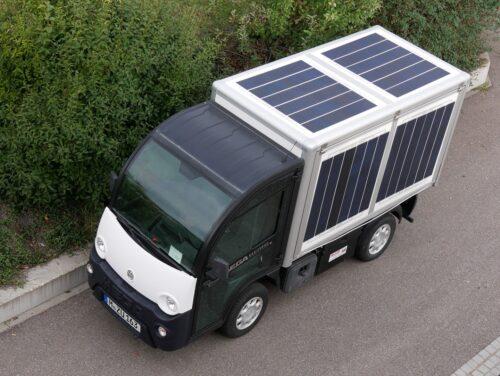 Kleiner E-Lkw mit vollintegrierten Solarzellen. Foto: Fraunhofer ISE