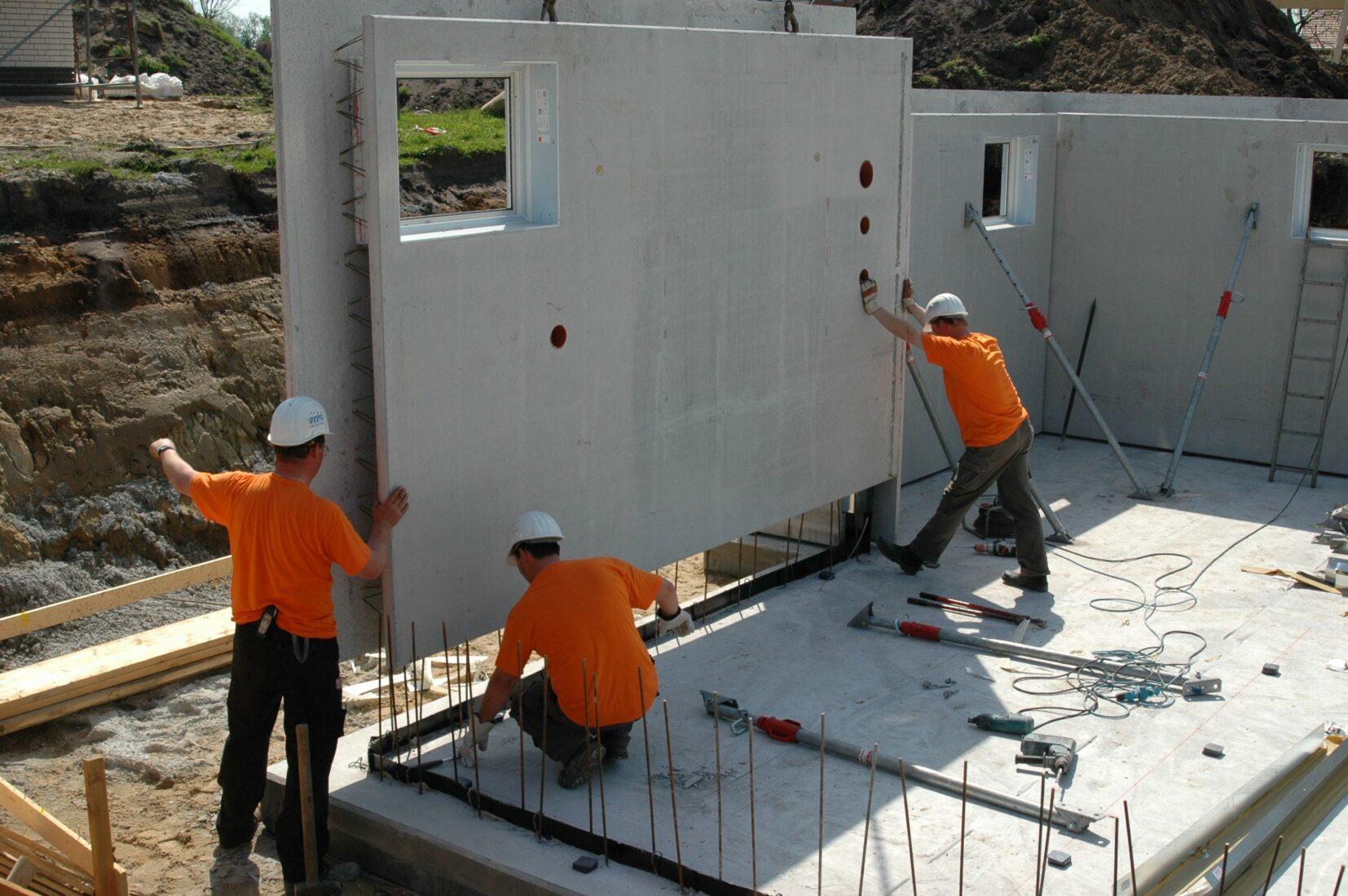 """Bau einer """"Weißen Wanne"""" aus WU-Betonfertigteilen. Foto: BetonBild"""