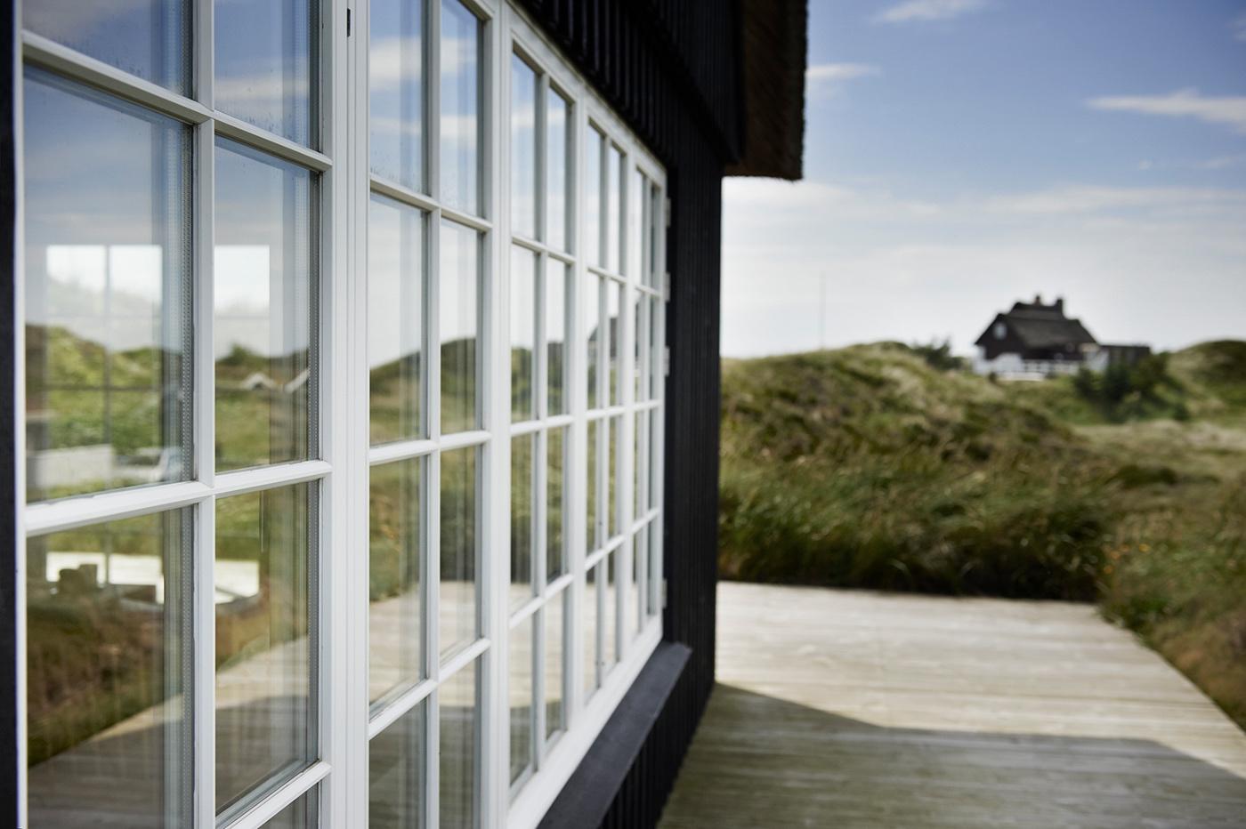 Modernes Sprossenfenster: Dieses dänische Holzfenster ist dreifachverglast. Foto: Outrup/Frovin