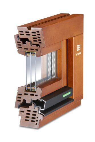Modell eines Holzfensters mit Dreischeibenverglasung. Foto: Kneer Südfenster