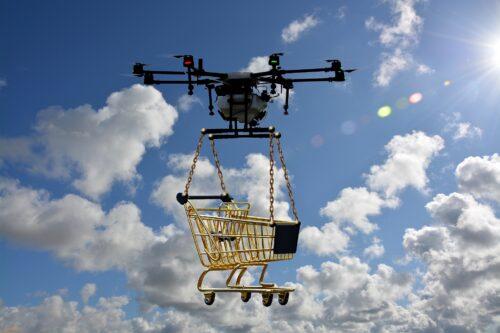 Transporte per Drohne versprechen Effizienz, stehen aber noch vor großen rechtlichen Hürden. Foto: Pixabay