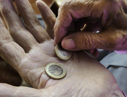 Viele Rentner müssen schon heute jeden Euro zweimal umdrehen. Foto: Pixabay