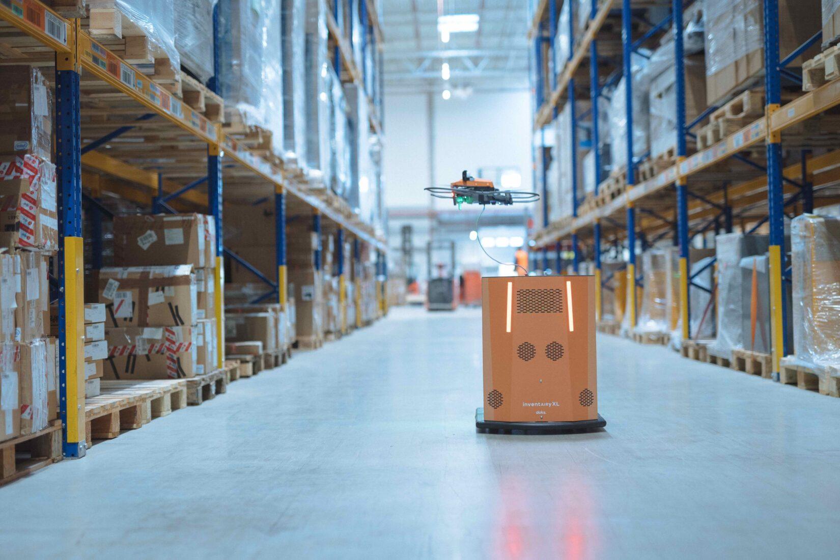 Drohne und Bodenroboter sind per Kabel miteinander verbunden. Foto: doks. innovation