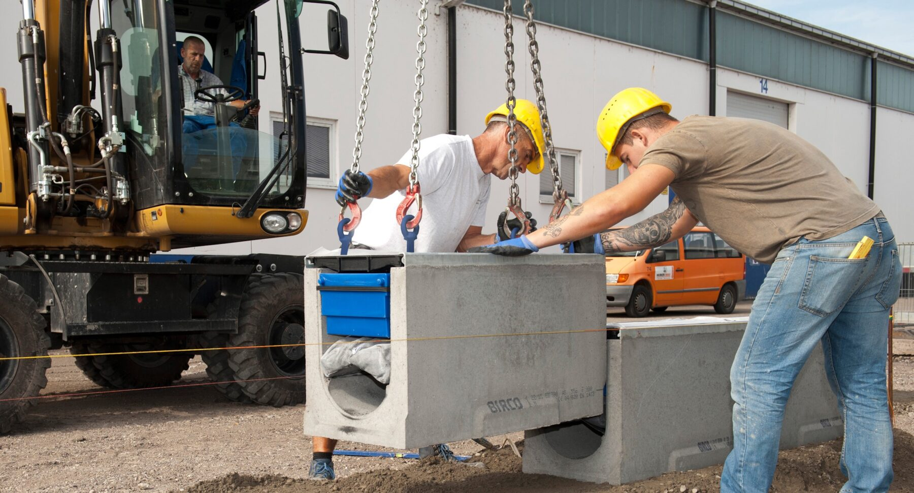 Birco-pur-Rinnen verfügen über ein Filtersystem zur dezentralen Niederschlagswasserreinigung. Foto: Birco