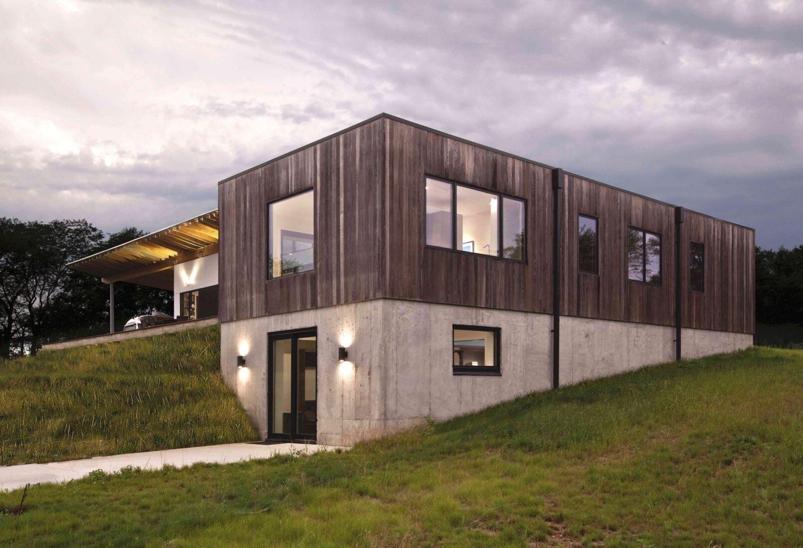 Dieses Haus im amerikanischen Zionsville (Indiana) hat eine Thermoholz-Fassade. Foto: HAUS Architects
