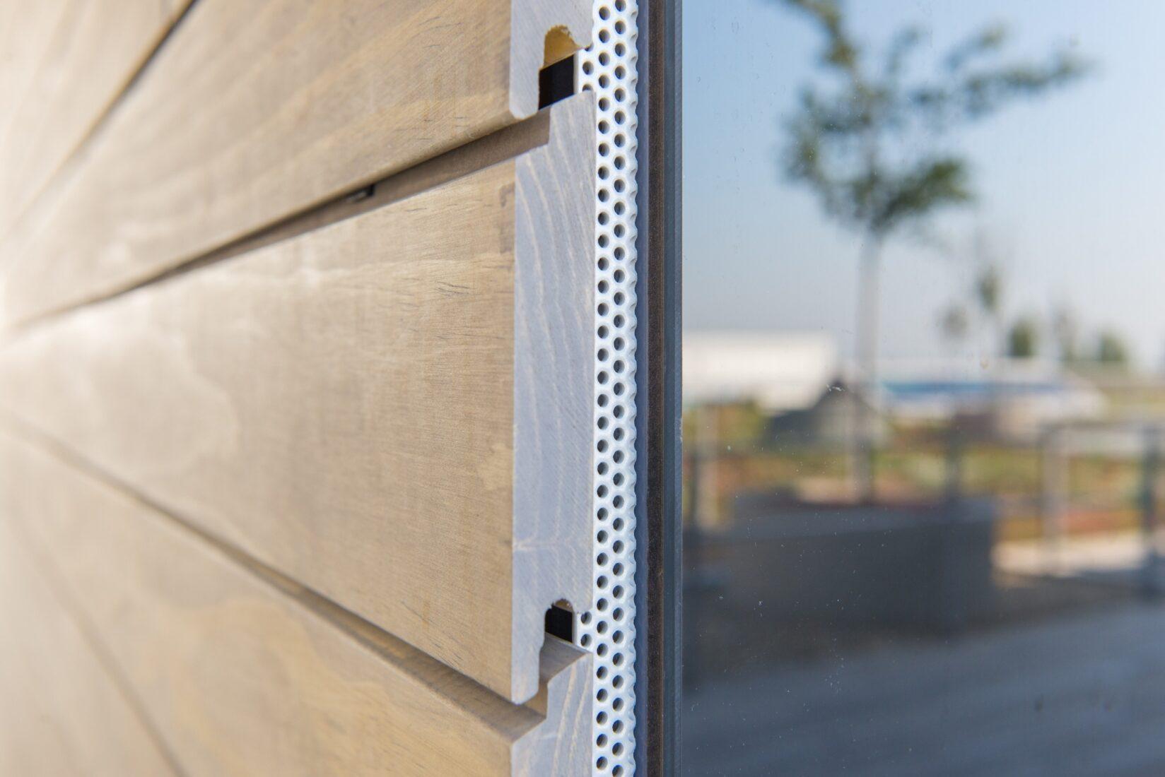 """Diese Fassadenbretter bestehen aus acetyliertem Holz der Marke """"Accoya"""". Foto: Rhodia Acetow"""