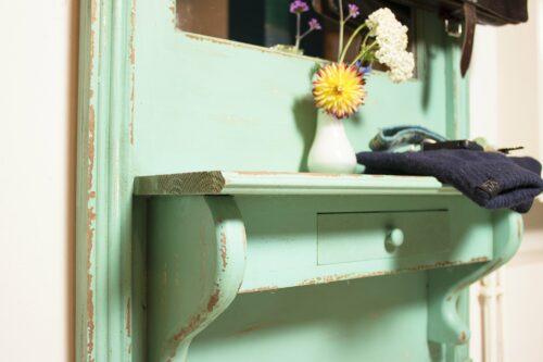 Holzmöbel Shabby-Look lassen sich gut mit kaseinhaltiger Kreidefarbe herstellen. Foto: kreidezeit.de