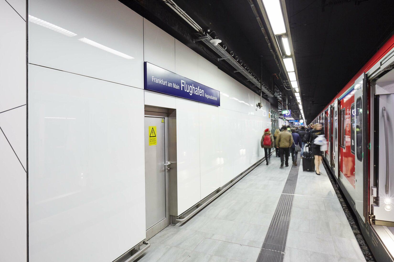 Die Wände bestehen aus zementgebundenen Bauplatten mit Glasoberfläche. Foto: Knauf/Sigi Lustenberger