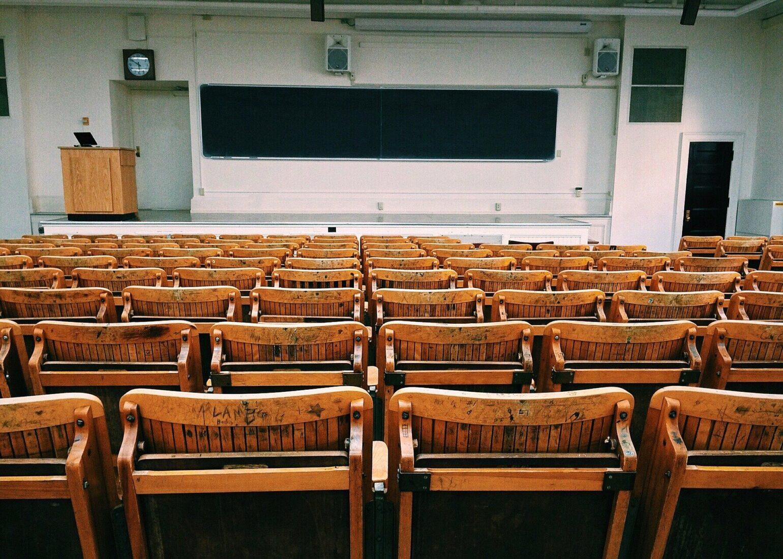 Der Raumlüfter könnte zum Beispiel in Schulen und Universitäten vor Viren schützen. Foto: Pixabay
