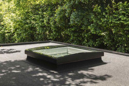 Dieses moderne Flachdachfenster ist durchsturzsicher, aber nicht begehbar: Foto: Velux Deutschland GmbH