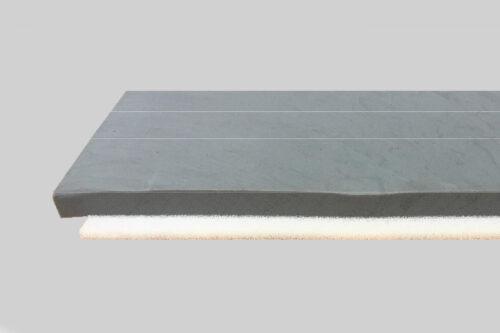 """Die """"Premium Roof""""-Matte besteht aus einer 5 cm starken Retentionsschicht und einer 2 cm dicken Drainageschicht. Foto: VIRIdiVITA"""