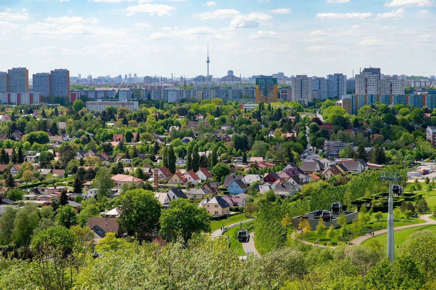 Neubau im Umland kann die Wohnungsmärkte von Großstädten entspannen. Foto: Pixabay