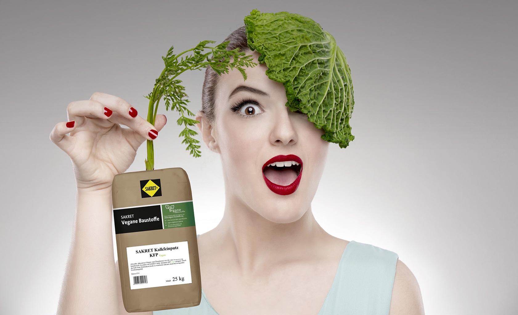 Mit diesem schrägen Motiv wirbt der Hersteller für die veganen Putze. Bild: Sakret Sachsen