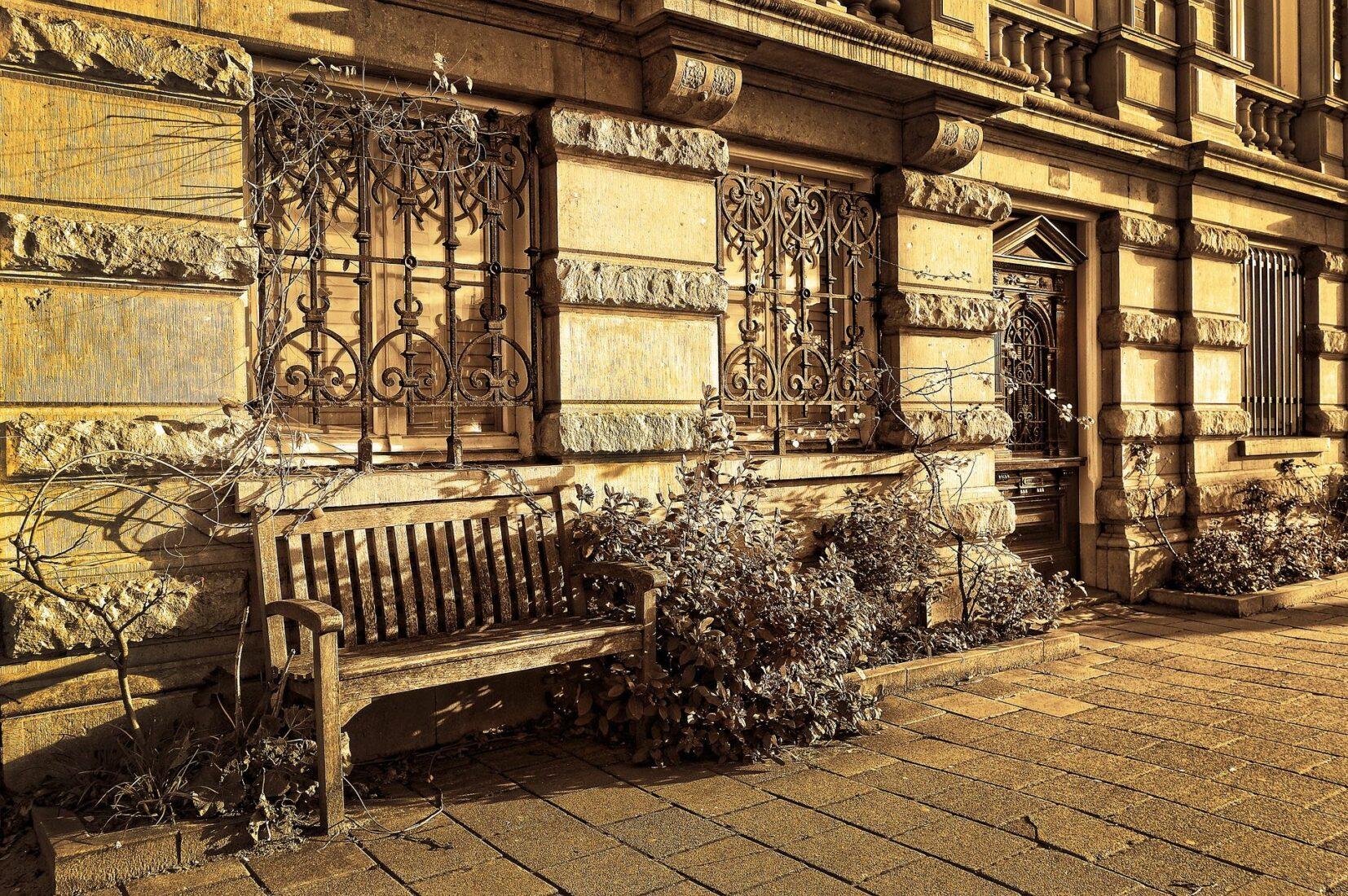 Buckelquader und glattgeschliffene Bossen an derselben Fassade. Foto: Pixabay