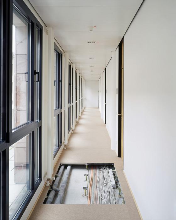 Doppelboden mit integrierter Haustechnik