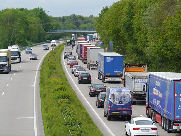 Lkw-Stau auf der Autobahn