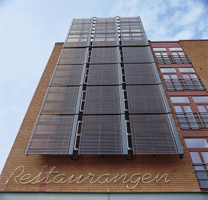 Fassade mit Solarthermie-Kollektoren