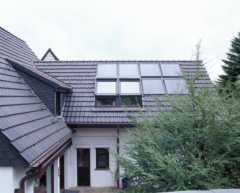 Dach mit Solarthermie-Kollektoren