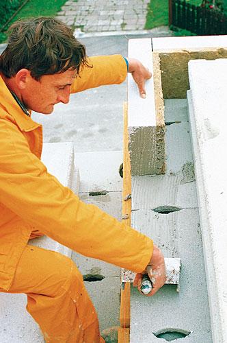 Verlegung von Deckenrandsteinen